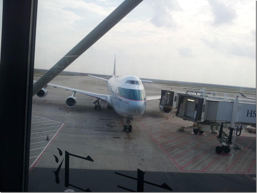 浦东 廊桥外的飞机