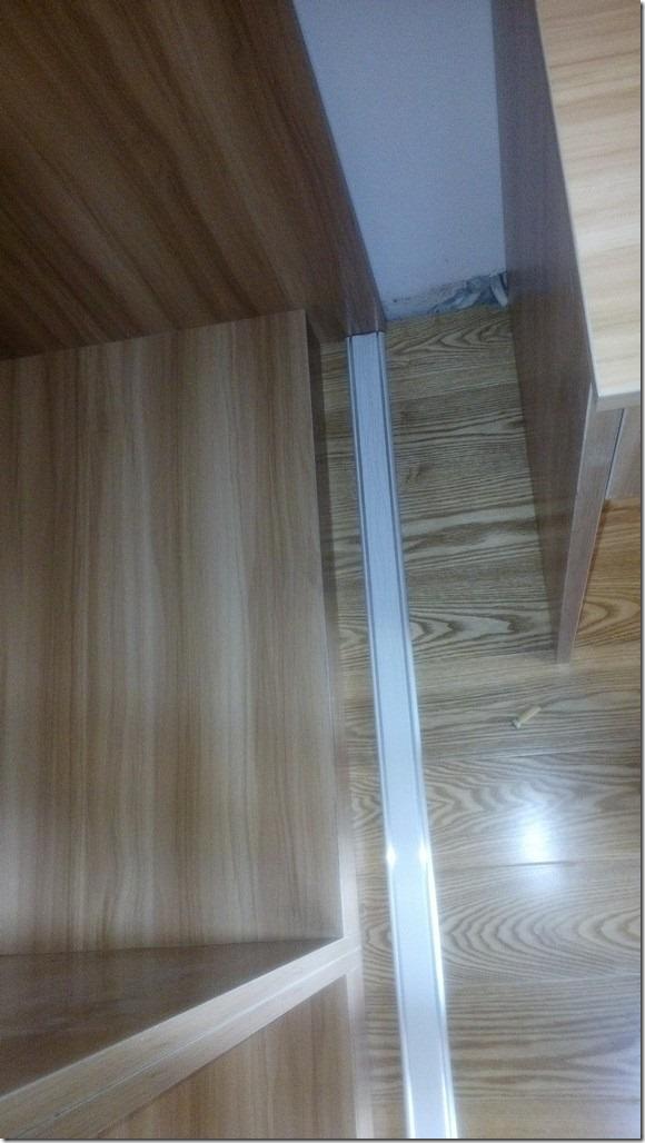 【记录】20141025装修第95天:安装主卧和次卧的衣柜的移门